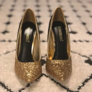 Gold & Black holiday heels • size 6